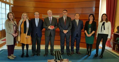 Entrega del Informe de la Cuenta General de 2015, la memoria de 2016 y el plan de actuaciones para 2017 de la Cámara de Cuentas de Andalucía