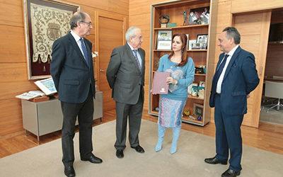 La presidenta de las Cortes de Castilla y León recibe la Memoria 2017 del Consejo de Cuentas